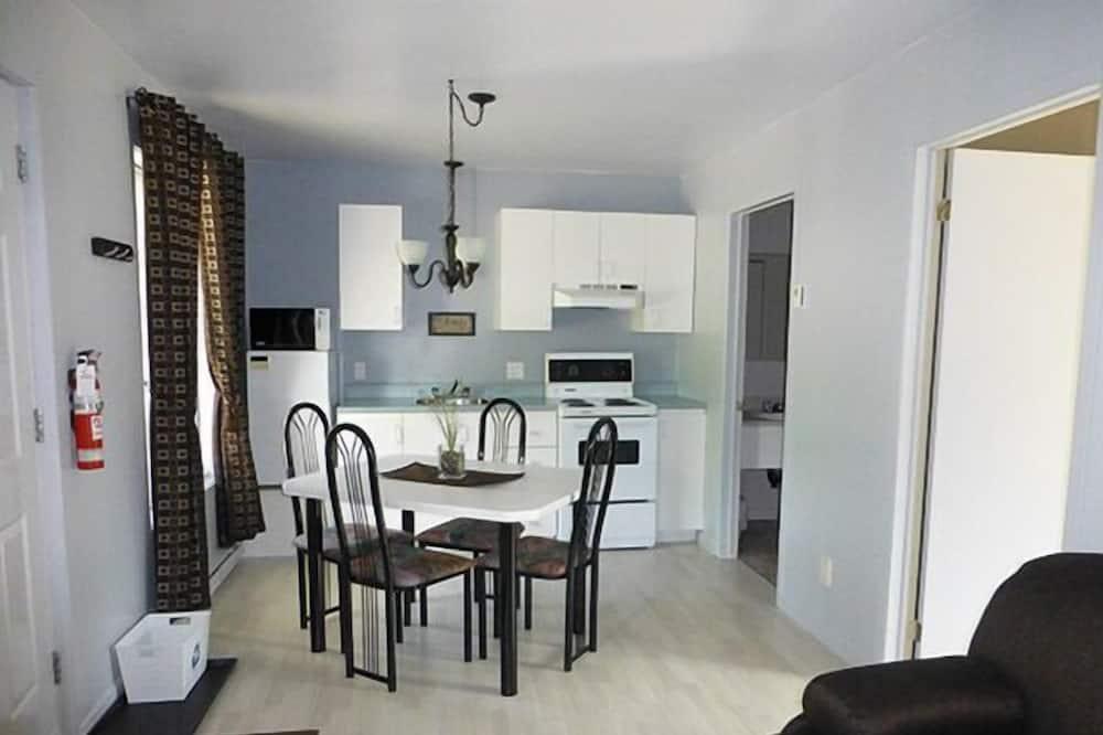 Studio, dvojlůžko a rozkládací pohovka, terasa - Obývací prostor