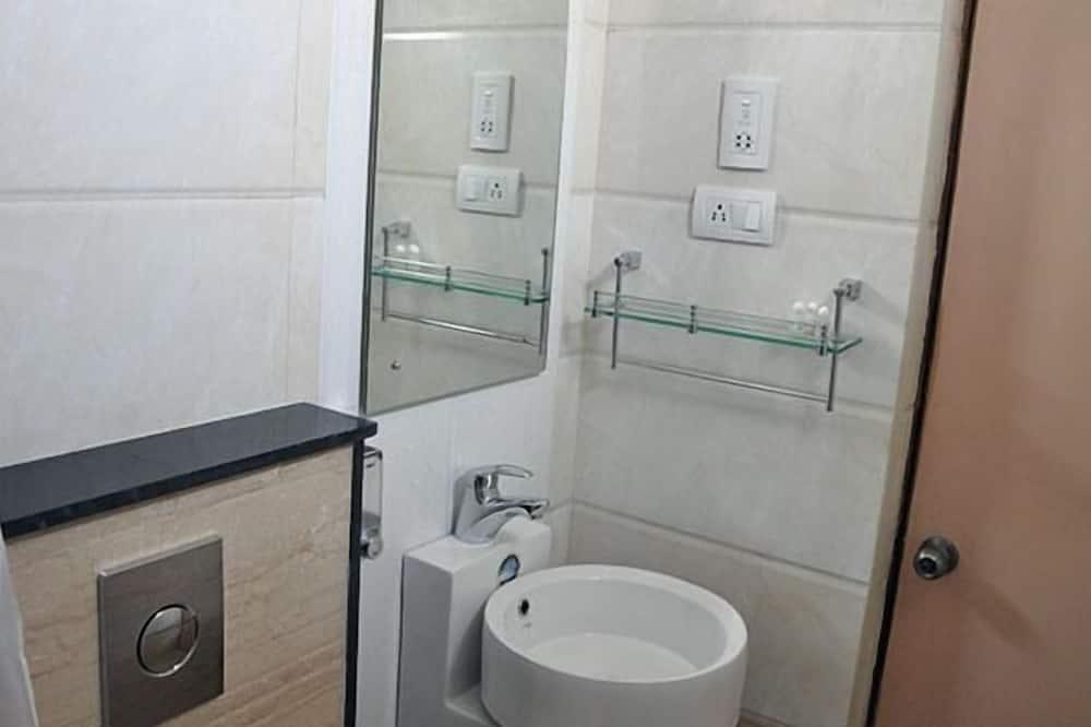 Premium Double or Twin Room, City View - Bathroom Sink