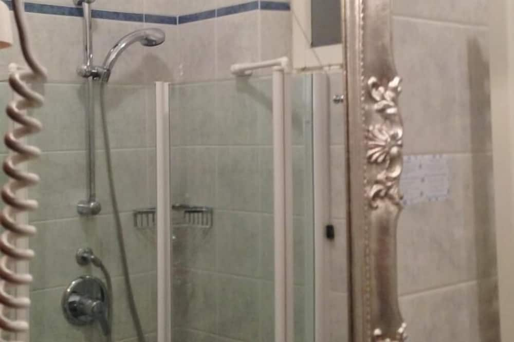 Standard Double or Twin Room, Lake View - Bathroom