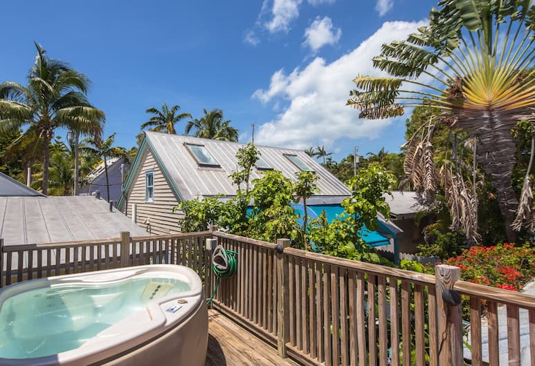 Wicker Guesthouse, Key West, Cottage 1 King and Daybed at Wicker House, 913 Duval Street, Bathtub Spa Luar Ruangan