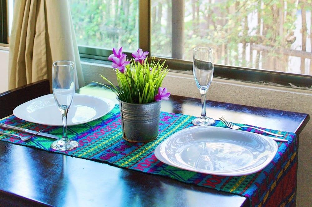 דירה, מיטה זוגית - אזור אוכל בחדר