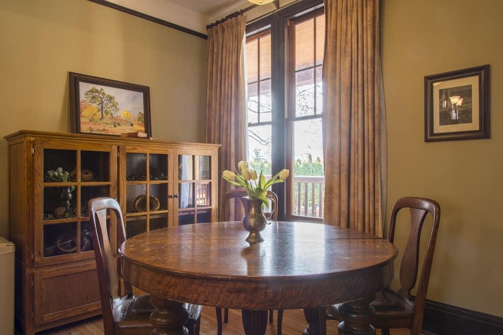 Suite Royale, 2 chambres, vue jardin (Superior) - Restauration dans la chambre