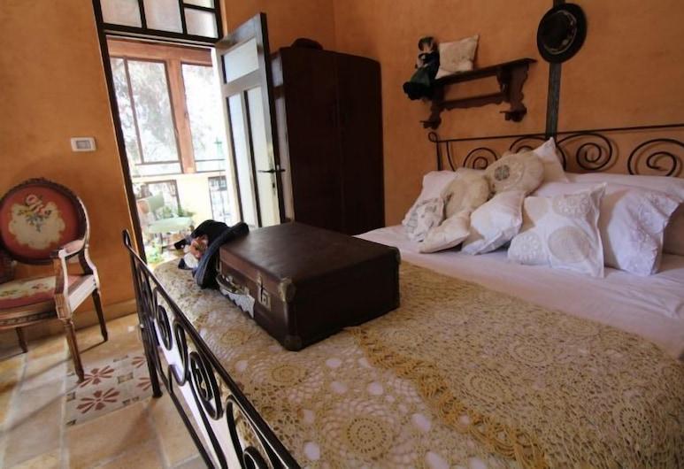Atelier Luxury Rooms, Haifa, Luxury tuba, rõduga, vaade linnale, Tuba