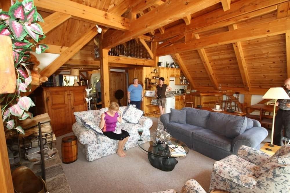 Suite superior, 1 cama Queen size, chimenea, vista al lago (Pine Studio) - Sala de estar