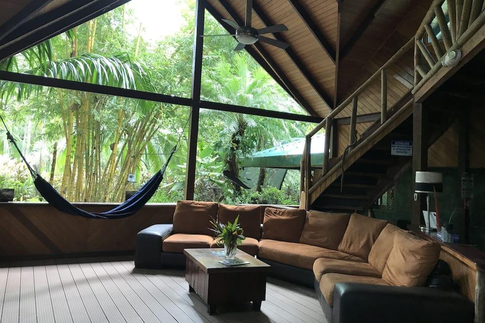 Dizaina villa, četras guļamistabas, havajiešu stila veranda, skats uz dārzu - Dzīvojamā zona