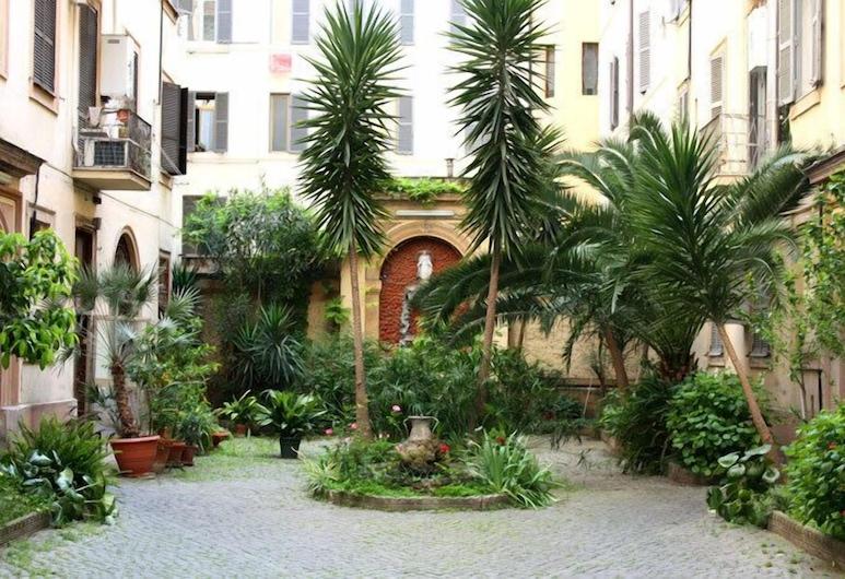 Sergio House, Rome, Exterior