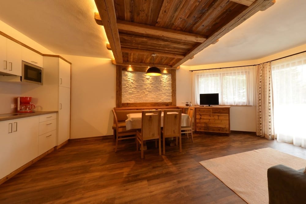 Apartment, 2 Bedrooms, 2 Bathrooms (6 people) - Living Area