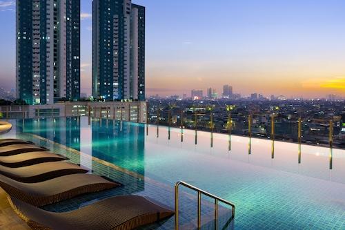 Book Holiday Inn Suites Jakarta Gajah Mada In Jakarta Hotels Com