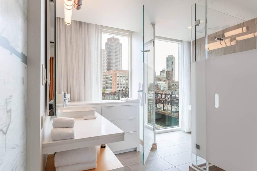 Junior Suite, 1 King Bed, No View, Corner - Bathroom