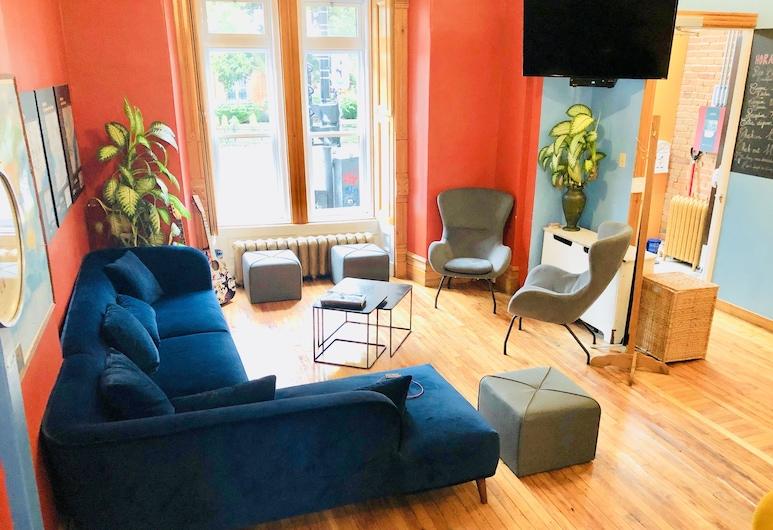 Hostel Gîte du Plateau Mont-Royal, Montreal, Sitzecke in der Lobby