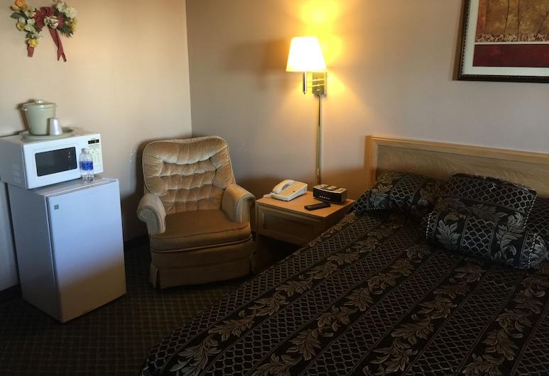 Ashland Inn, Ashland, Zimmer, 1 Queen-Bett, Raucher, Kühlschrank und Mikrowelle, Wohnbereich