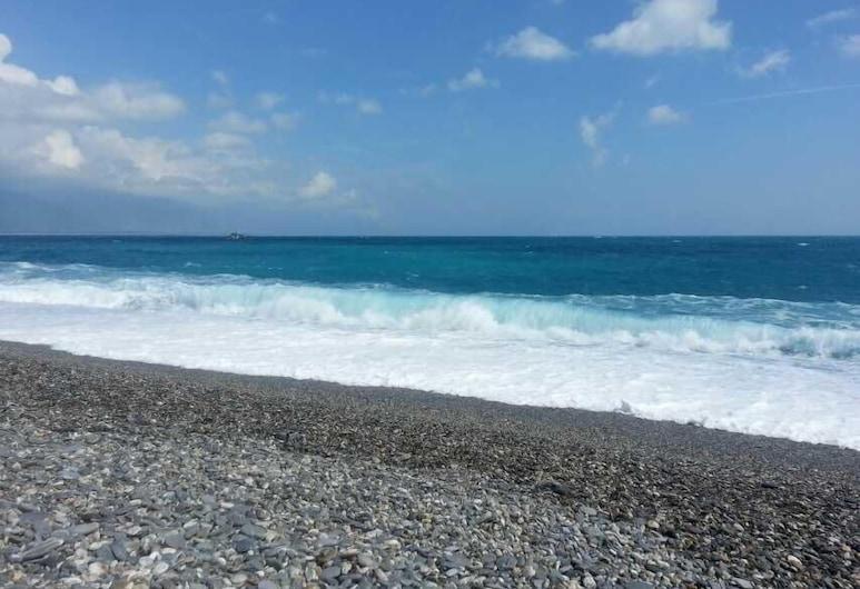 Hualien Seaside Ocean B&B, Hualien City, Beach