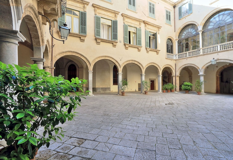 Palazzo Mazzarino - My Extra Home, Palerme, Cour