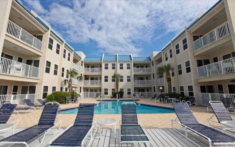 Poolside Villas by Holiday Isle in Destin - Hotels.com