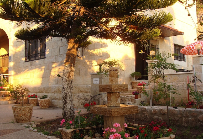 Tamer guest house, Haifa, Property Grounds