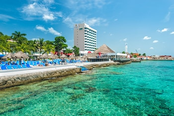 תמונה של El Cid La Ceiba Beach All Inclusive בCozumel