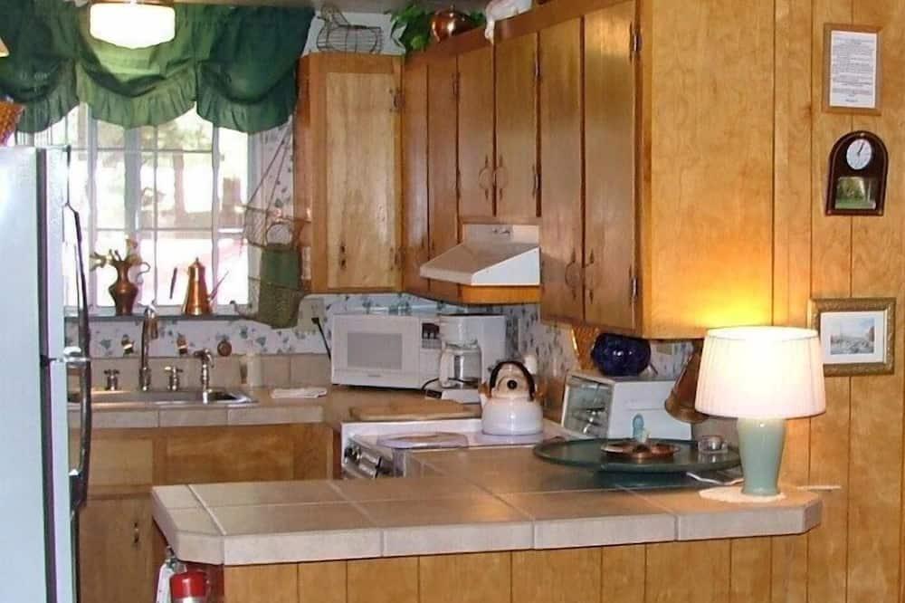 Suite, 1 Bedroom, Patio (Upstairs Room) - Tempat Makan dalam Bilik