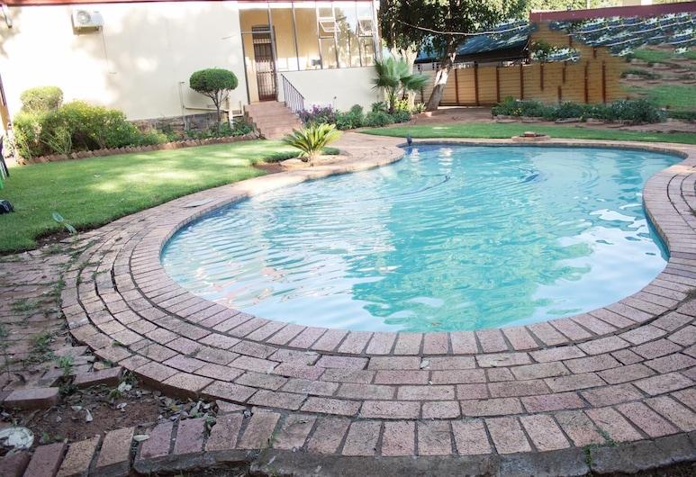 Maple's Guest House, Pretoria, Pool
