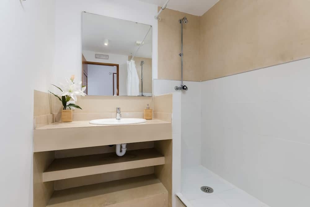 Shared Dormitory (1 bed in a 10 bed dorm) - Bathroom