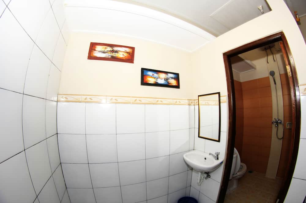 Shared Dormitory (2 Single Bed for 2 People) - Bathroom
