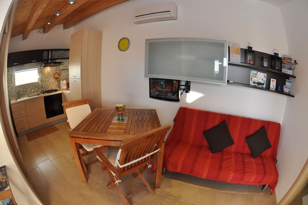 Comfort Apartment, 1 Bedroom, Kitchenette, Sea View - Living Area