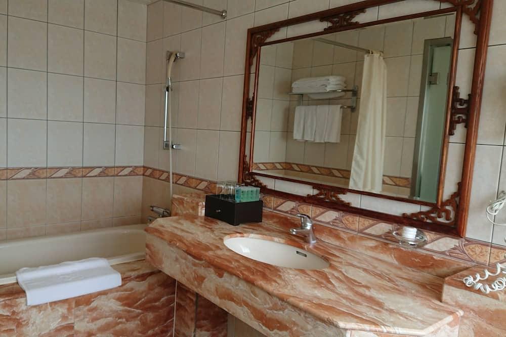 經典四人房 - 浴室