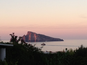 Enter your dates for our Panarea last minute prices