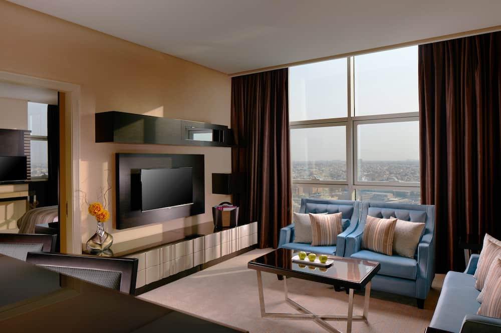 Club Queen Suite with One Queen Bed - Guest Room