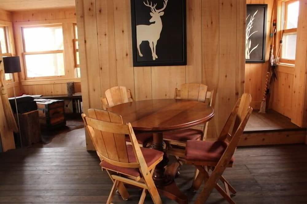 Romantična kućica, 1 queen size krevet, sauna, pogled na jezero - Obroci u sobi