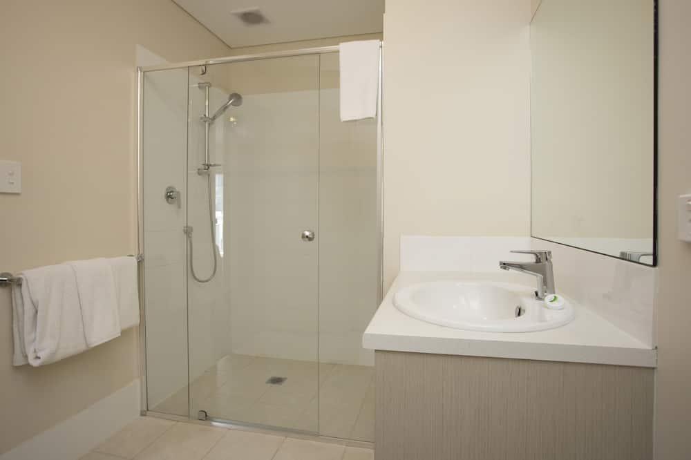 2 Bedroom 1 Queen & 1 Double Deluxe - 浴室
