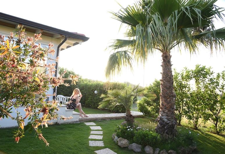 Casa Vacanze Villa Letizia, Campofelice di Roccella, Garden