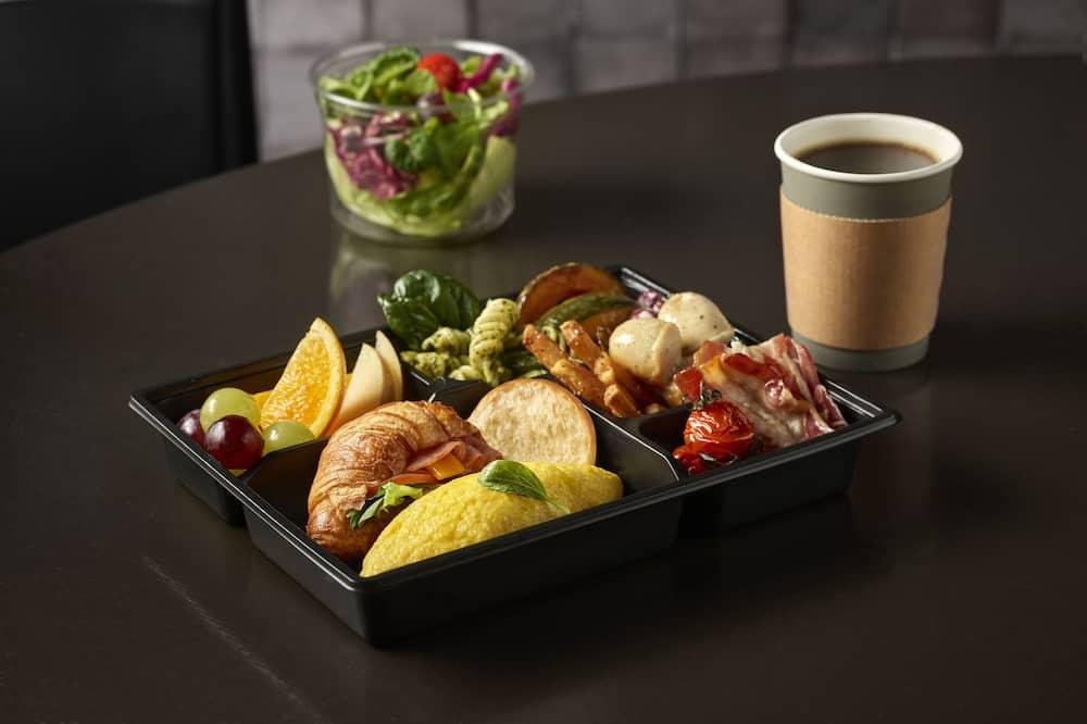[Relaxing Hocance] Standard Double + Breakfast To Go Box for 2 - Tempat Makan dalam Bilik