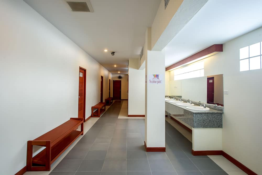1 Bed in 14 Beds Mixed Dorm  - Phòng tắm