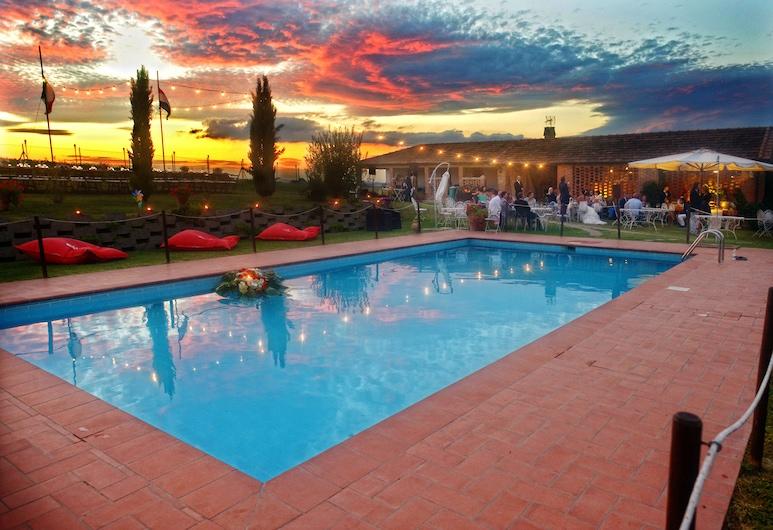 法里納農莊飯店, 郎世寧拉戈, 室外游泳池