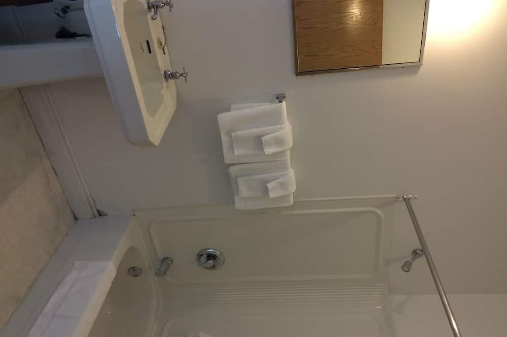 Standartinio tipo kambarys, Kelios lovos - Vonios kambarys