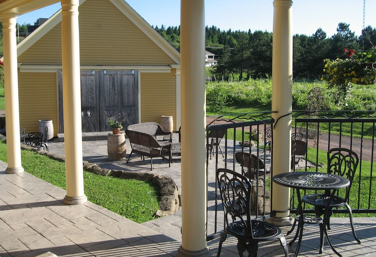 Magnetic Hill Winery & B&B, Moncton, Terrace/Patio