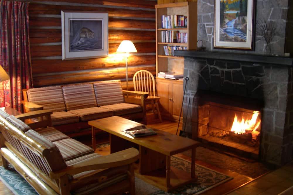 Ferienhütte, 4Schlafzimmer, Küche, Seeblick (Cabin 1) - Wohnbereich