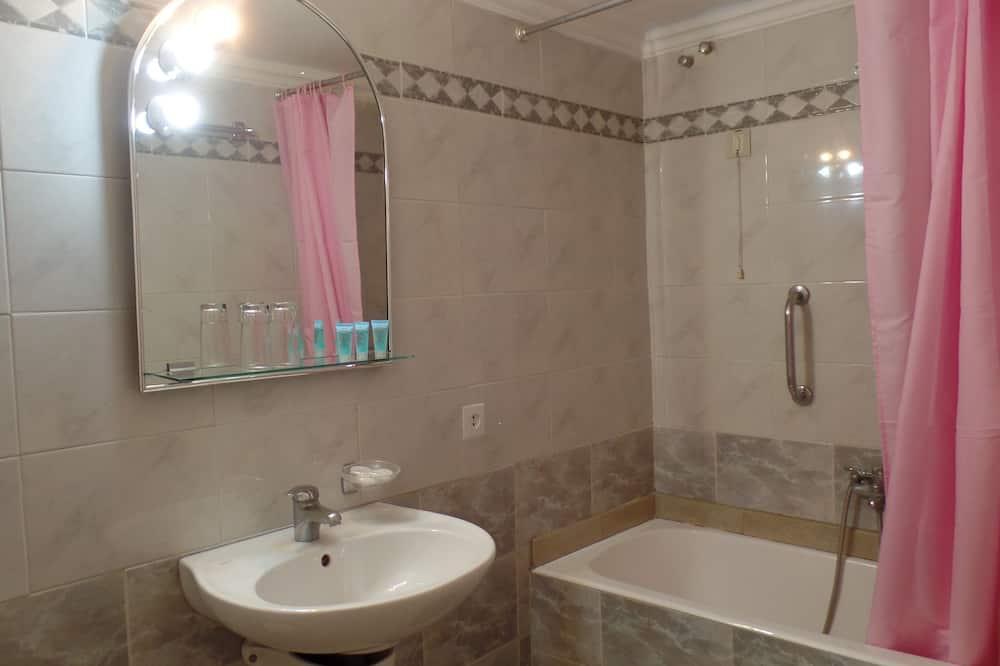Standard Double or Twin Room, Sea View - Bathroom