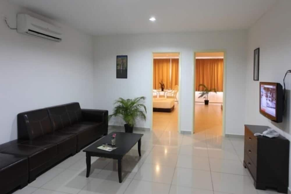 Garden Residence, 4 Bedrooms Apartment - Living Area