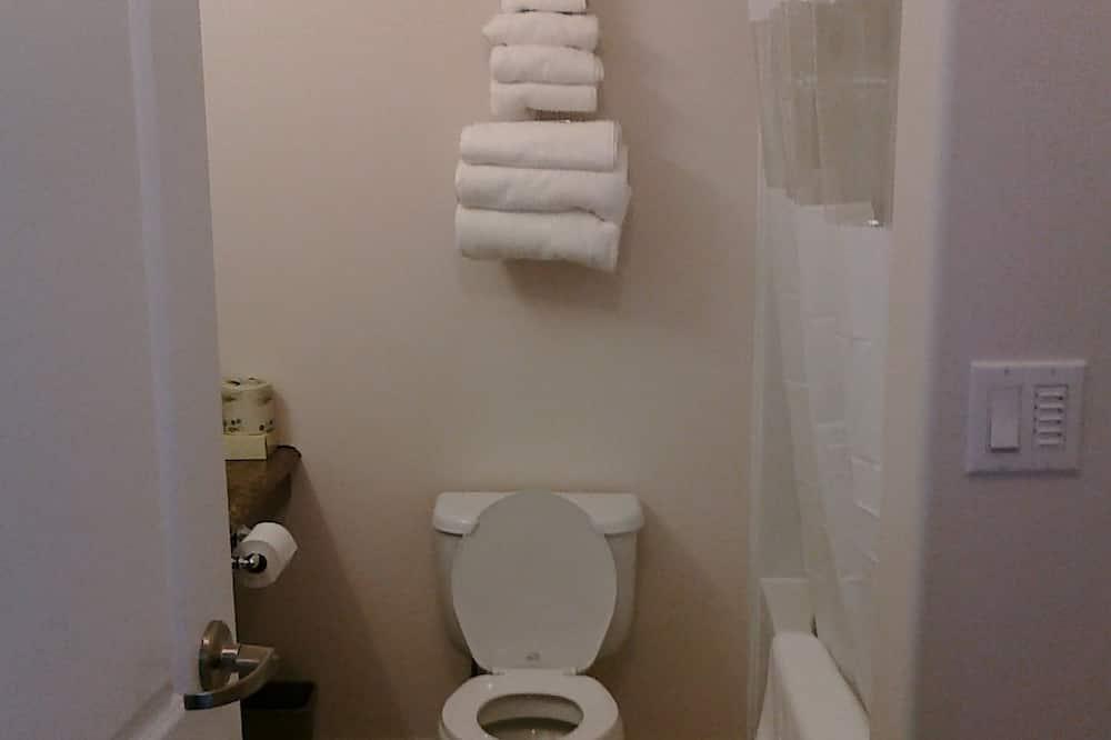 ห้องทราดิชันนัล, เตียงคิงไซส์ 1 เตียง - ห้องน้ำ