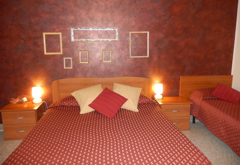 Bella Giulia, Ragusa, Triple Room, Balcony, Guest Room