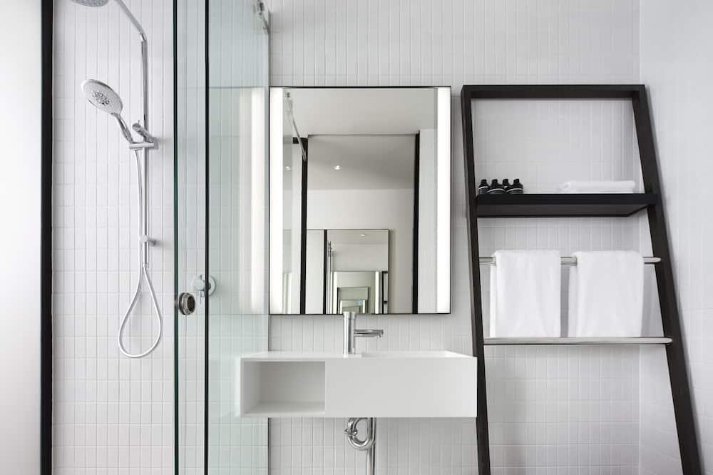 Little National Room - Bathroom