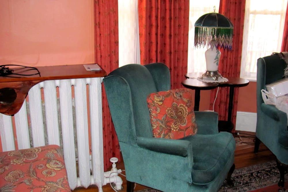 Стандартный номер, 1 двуспальная кровать «Квин-сайз», смежные ванная комната и спальня - Зона гостиной