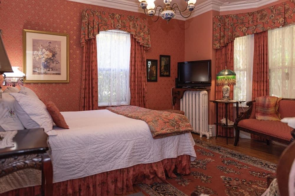 Standard Room, 1 Queen Bed, Ensuite - Living Area