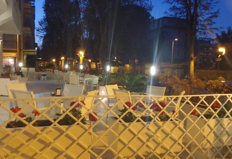 Hotel Bergamo, Rimini, Verönd/bakgarður