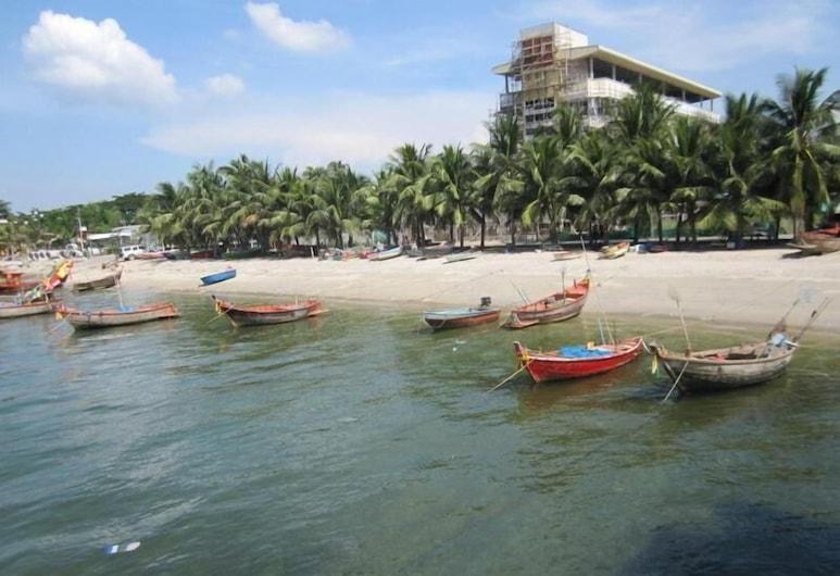 Nanachart Bangsaen, Chonburi, Beach