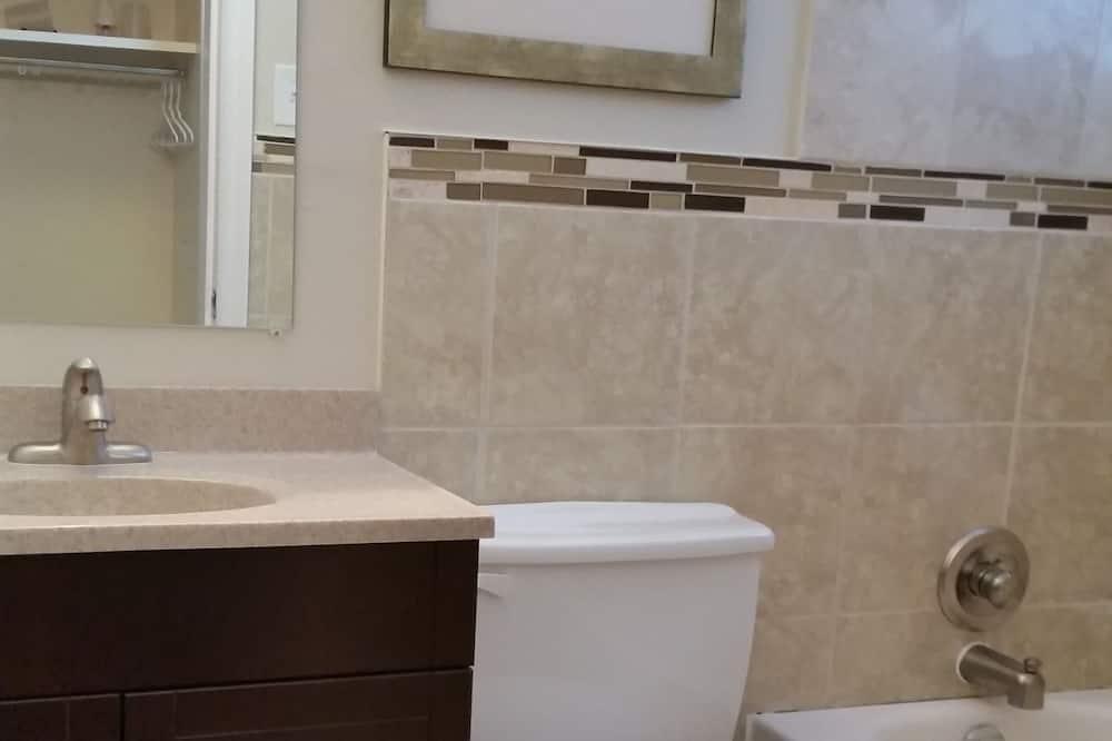 Standard Oda, 1 En Büyük (King) Boy Yatak, Buzdolabı - Banyo
