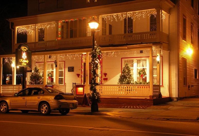 Kennedy Inn, Сент-Эндрюс, Фасад отеля вечером/ночью