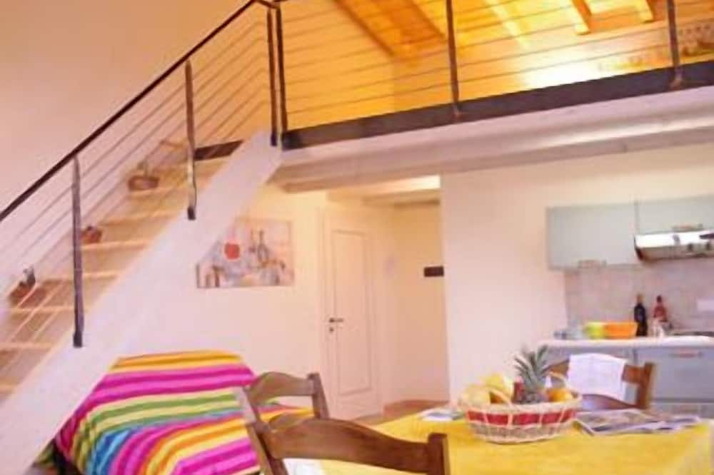 Tweepersoonskamer, uitzicht op wijngaard - Eetruimte in kamer