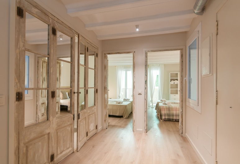 Weflating Suites Sant Antoni Market, Barcelona, Standard Apartment, 2 Bedrooms, Living Area